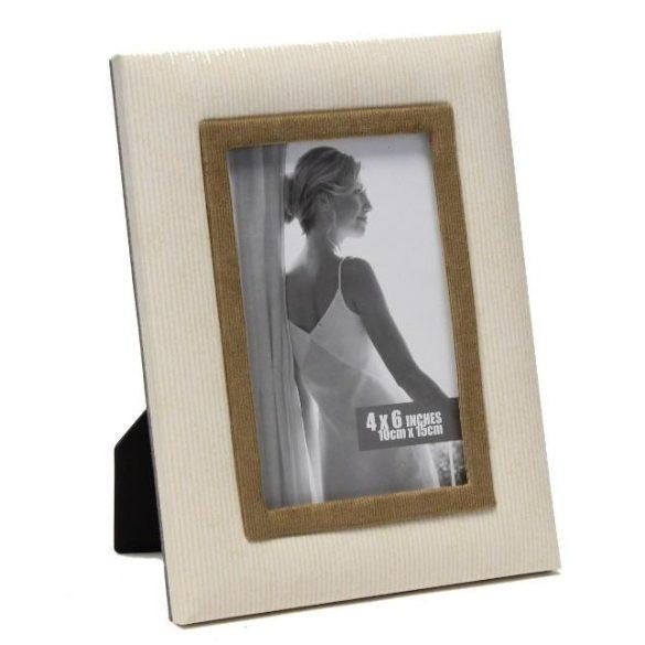 Képkeret, 10×15 cm-es képnek, fekete műbőr és ezüst kerettel